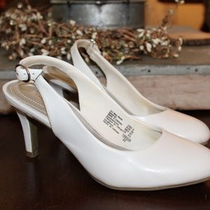 White Heels Size 5 Comfort Plus by Predictions